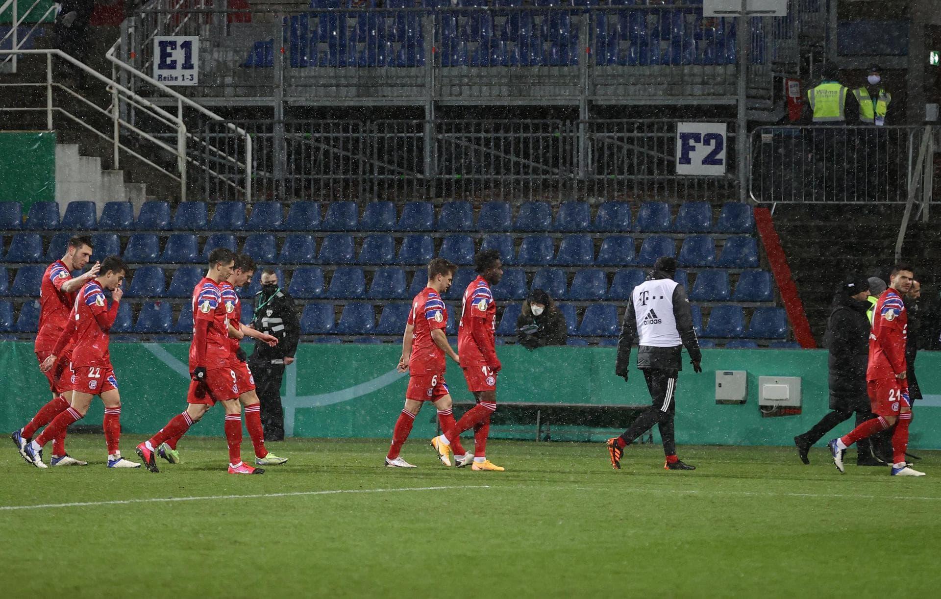 Pokal-Aus im Schneeregen: Bayern scheitert an Holstein Kiel Elfmeterschießen entscheidet