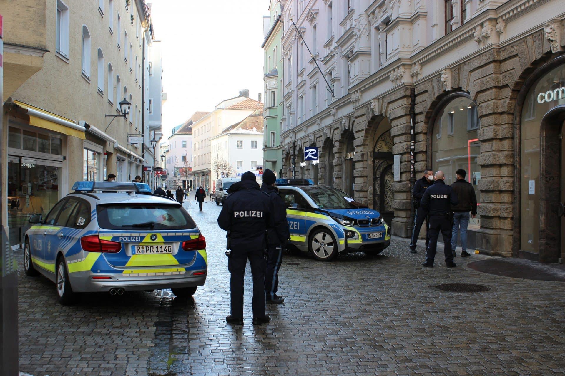 Polizei greift bei Kontrolle gegen Maskenverweigerer durch Grundsätzlich halten sich Regensburger an Maskenpflicht