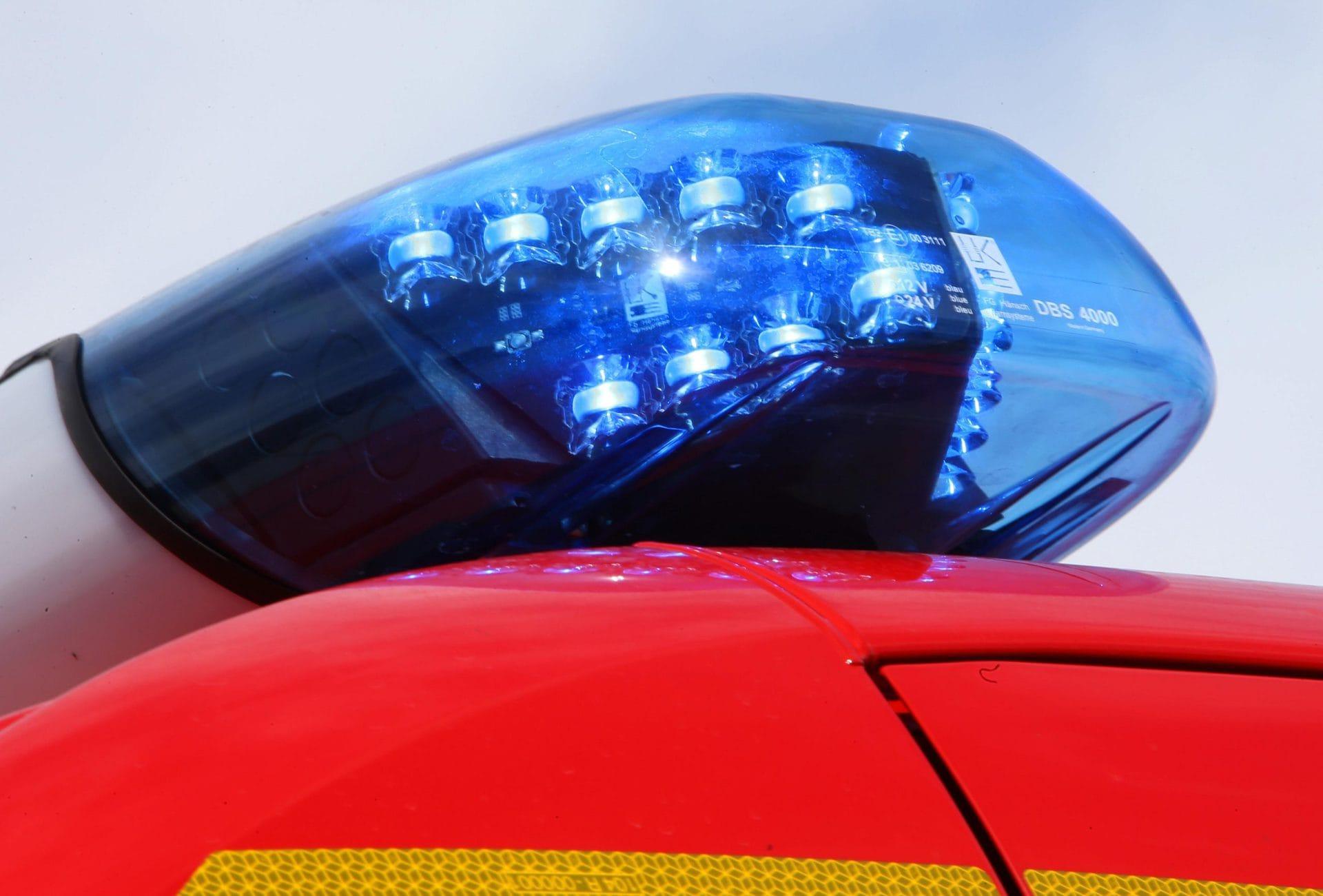 Radlader stürzt 30 Meter ab Fahrer überlebt