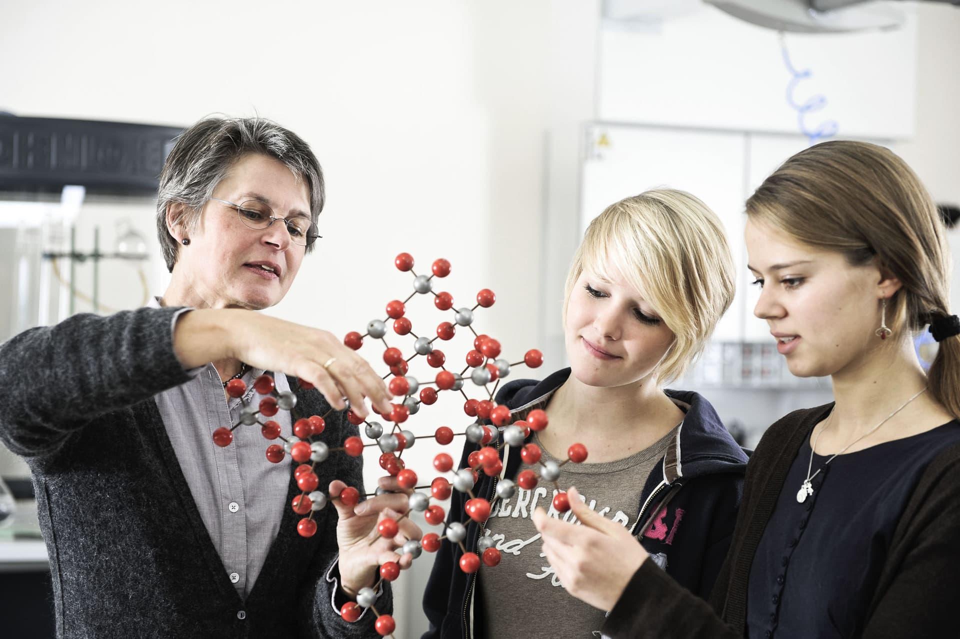 """""""Jugend forscht"""" erstmals in Regensburg Universität Regensburg wird Austragungsort der 56. Wettbewerbsrunde am 5. Februar"""