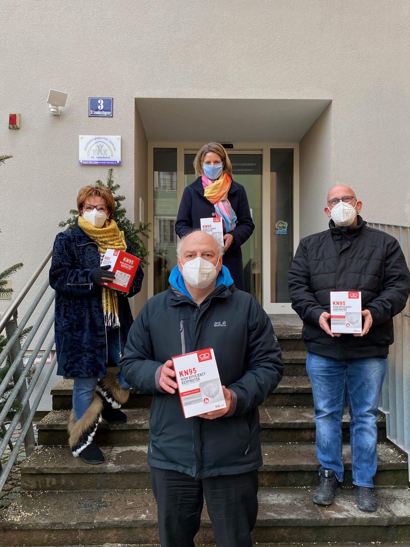 Armin-Wolf-Team spendet FFP2-Masken An den Förderverein St. Leonhard in Regensburg