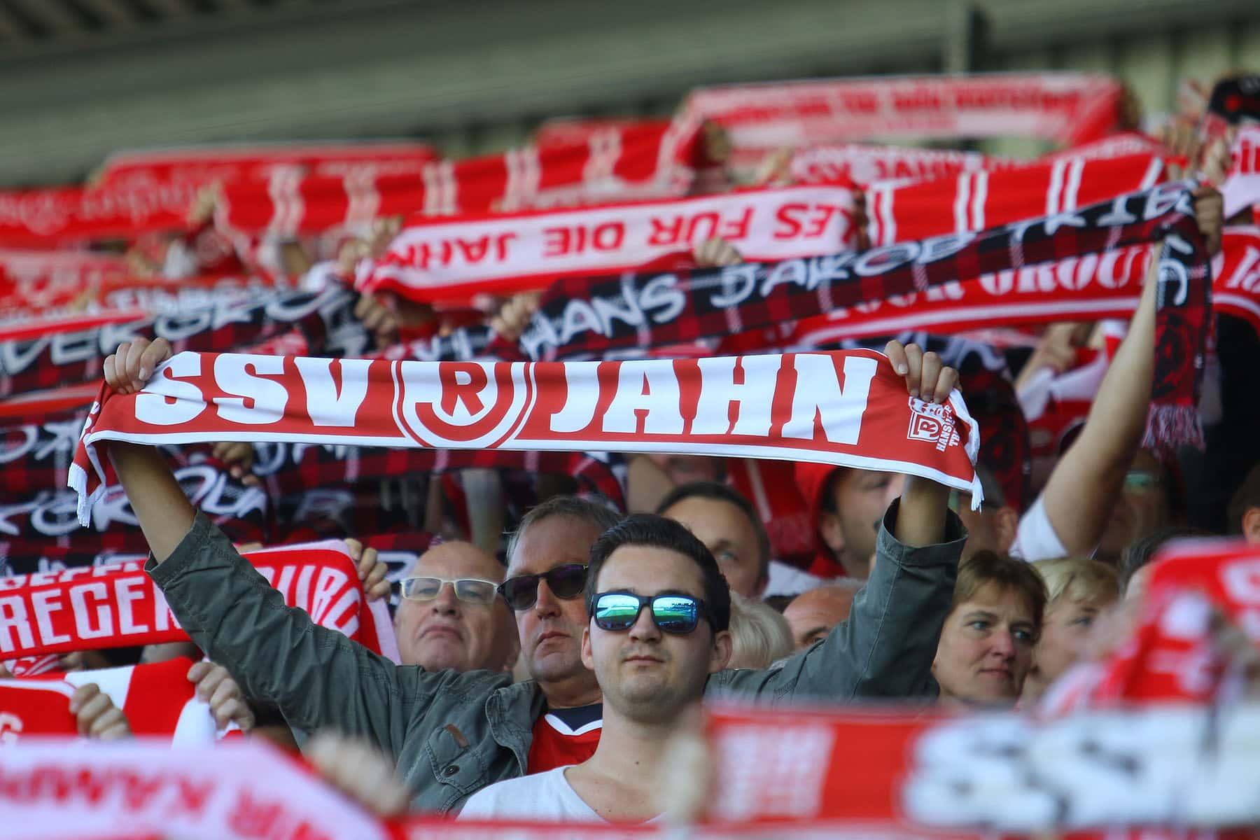 Ostbayern wirft sich in Schal(e) Zeigt, dass Ihr Jahnfans seid und schickt Euren Helden vor dem Pokalfight einen virtuellen Gruß