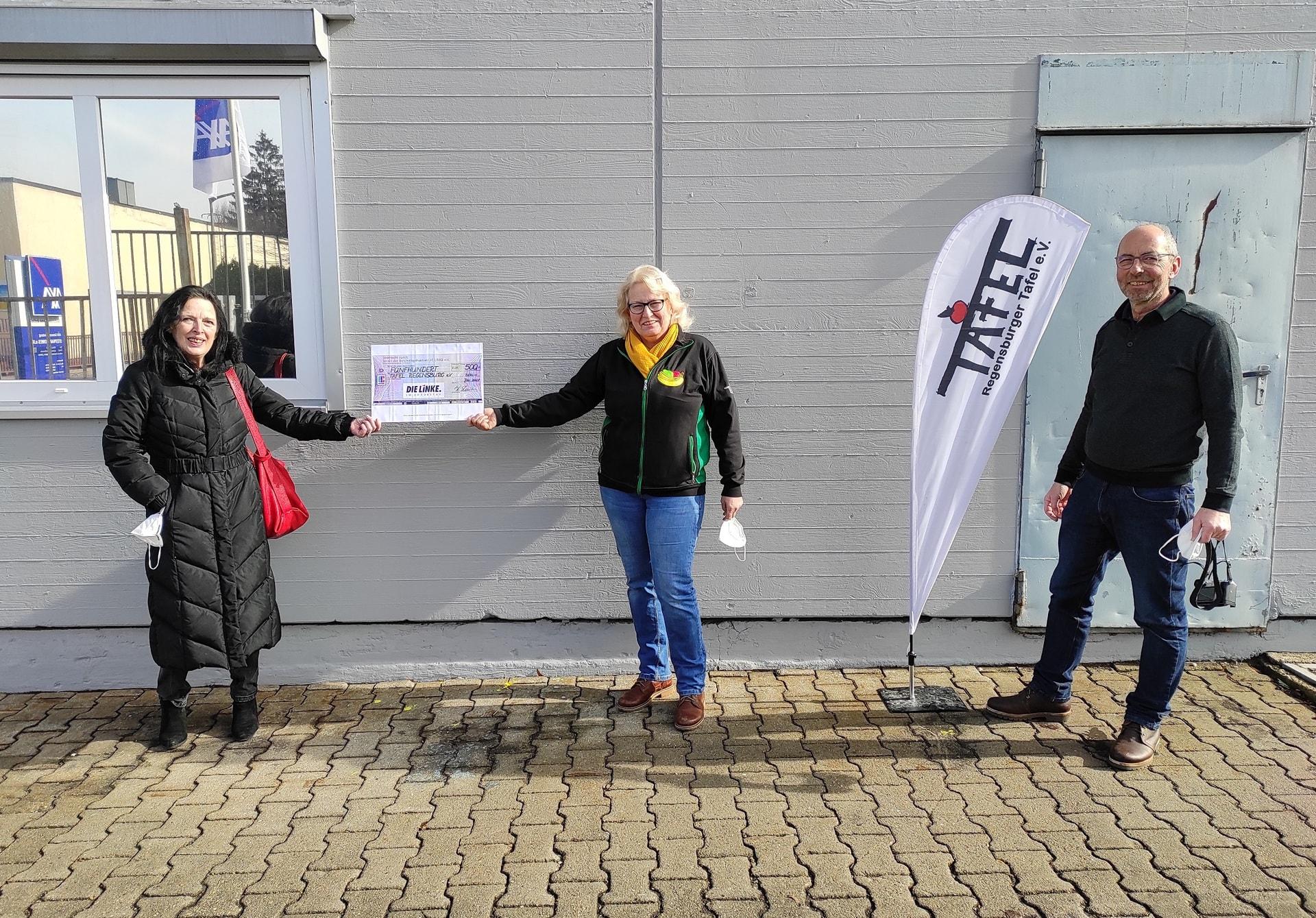 500-Euro-Spende an die Tafel Regensburg LINKE-Politikerin Schreiber unterstützt so den Kauf einer Bodenreinigungsmaschine