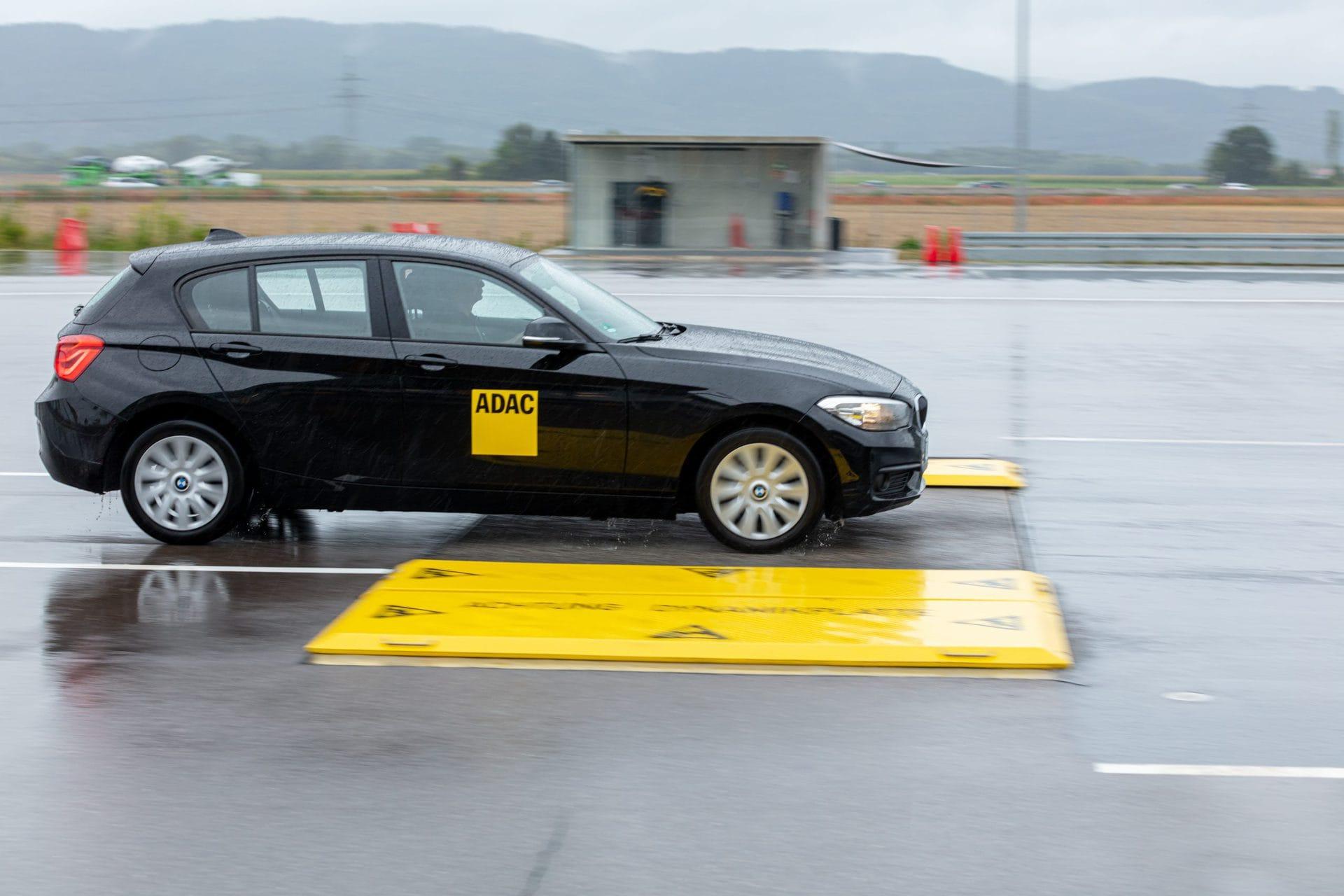 Sicher auf der Straße unterwegs Blizz verlost drei Gutscheine für ein ADAC-Fahrsicherheitstraining