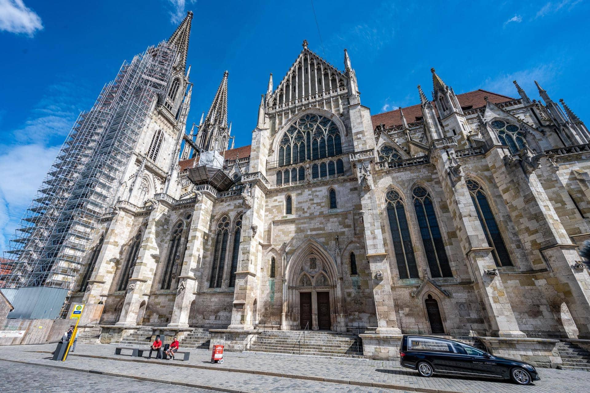 Ostern im Regensburger Dom Präsenzgottesdienste und Livestream-Angebote