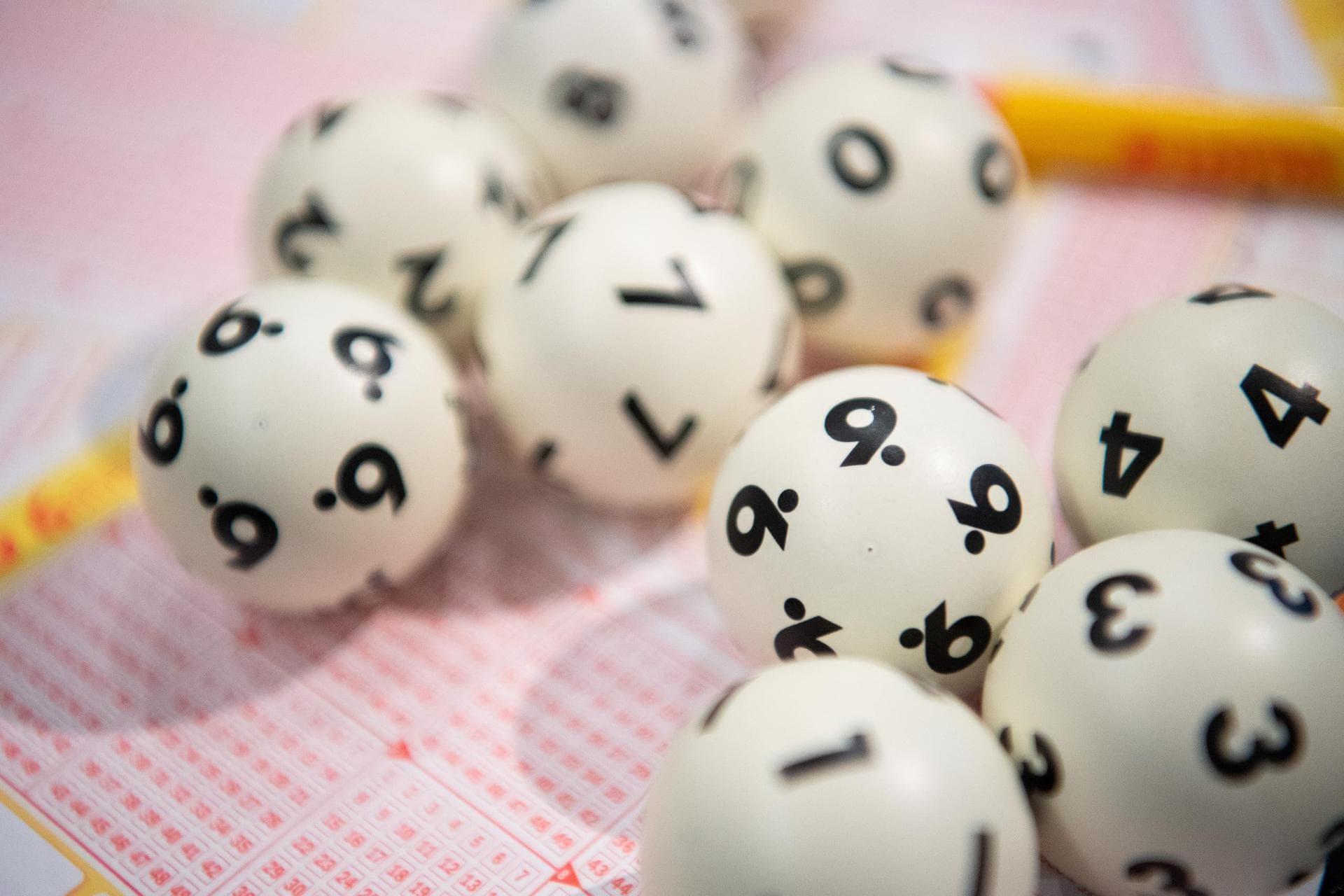 Zwei Lottospieler gewinnen jeweils fast fünf Millionen Euro