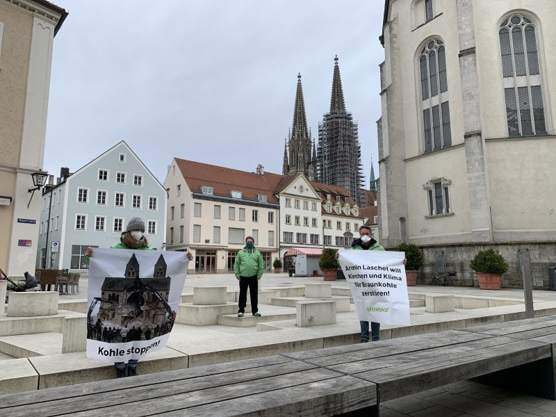 Schluss mit Umsiedelung und Zerstörung von Dörfern und Kirchen Greenpeace Regensburg protestiert gegen weiteren Abbau von Braunkohle