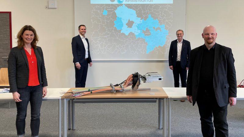 Landkreis Regensburg: Glasfaserausbau geht voran Leiter des Projektträgers der Bundesförderung aus Berlin zu Besuch