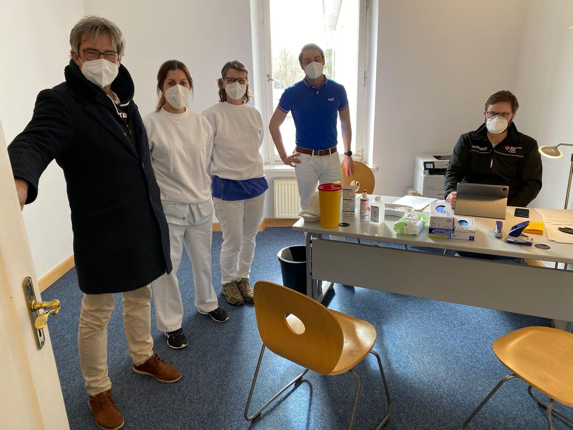 Landkreis Regensburg hat nun drei Impfzentren Impfzentrum Wörth an der Donau steht in Rekordzeit