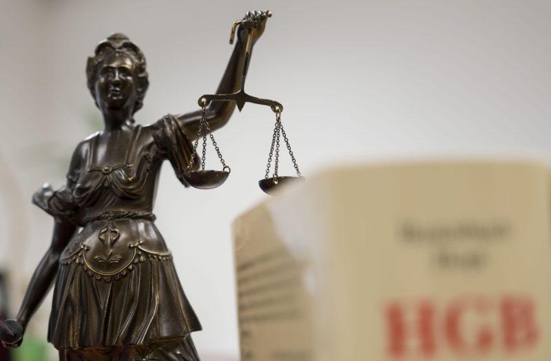 Höchststrafe für Regensburger Messer-Mörder 16 Mal auf Ehefrau eingestochen: Lebenslange Haftstrafe für 56-Jährigen