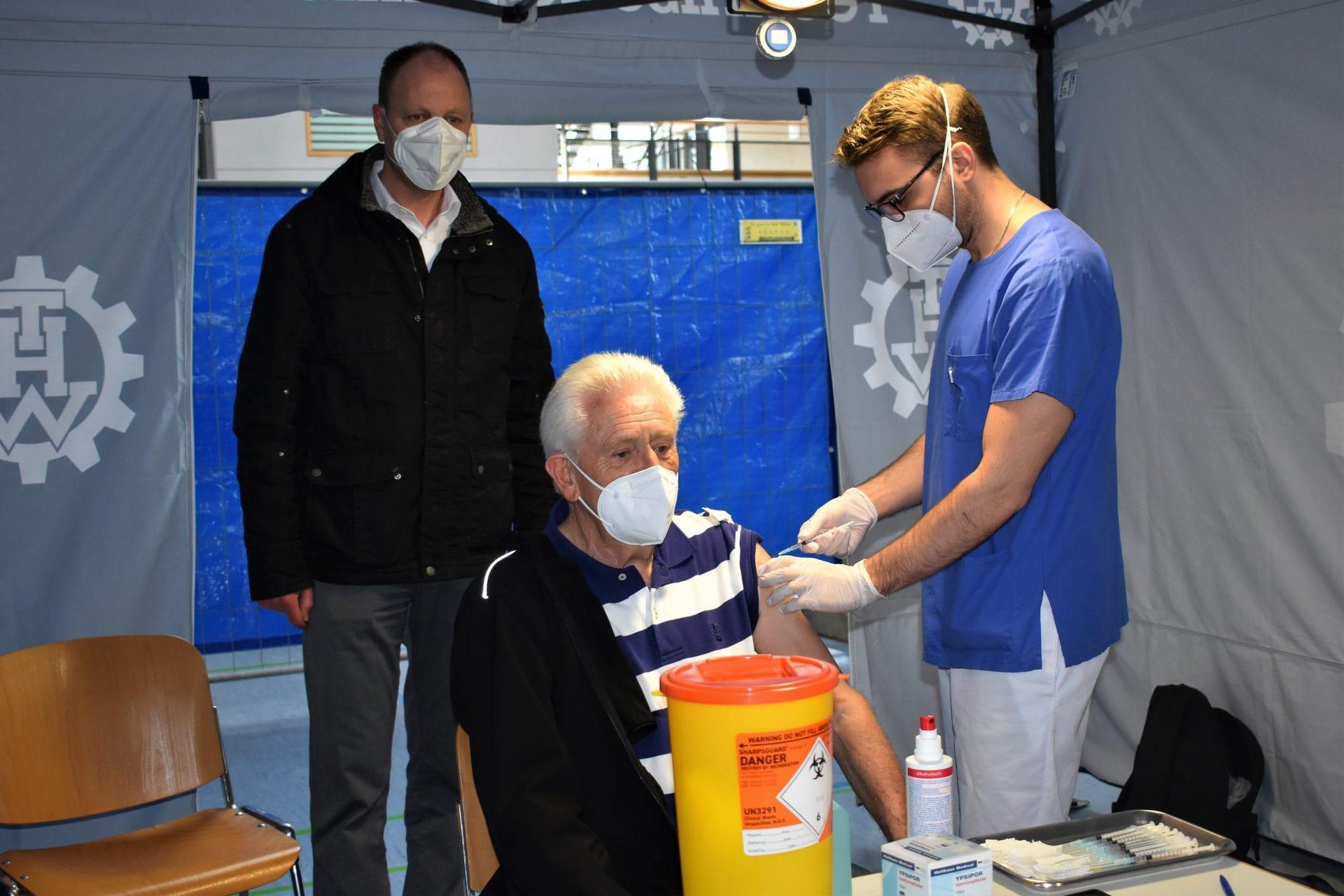 Über 80-Jährige in Lappersdorf geimpft Rund 250 über 80-Jährige haben sich gegen das Corona-Virus impfen lassen. Die zweite Impfung findet in vier Wochen statt.