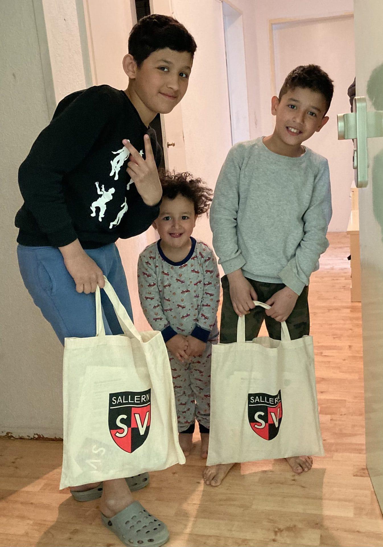Osteraktion der Jugend des SV Sallern Päckchen gegen Langeweile