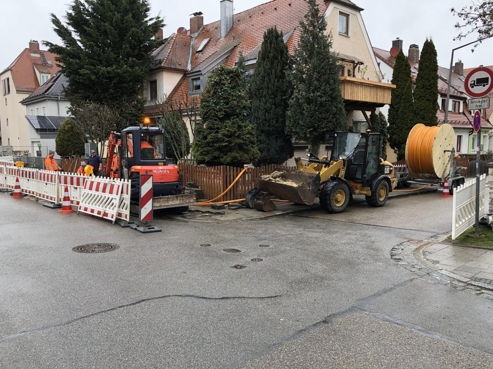 Glasfaser Ostbayern startet Netzausbau im Gebiet Guerickestraße Über 200 Gebäude bekommen lichtschnelle Online-Anschlüsse
