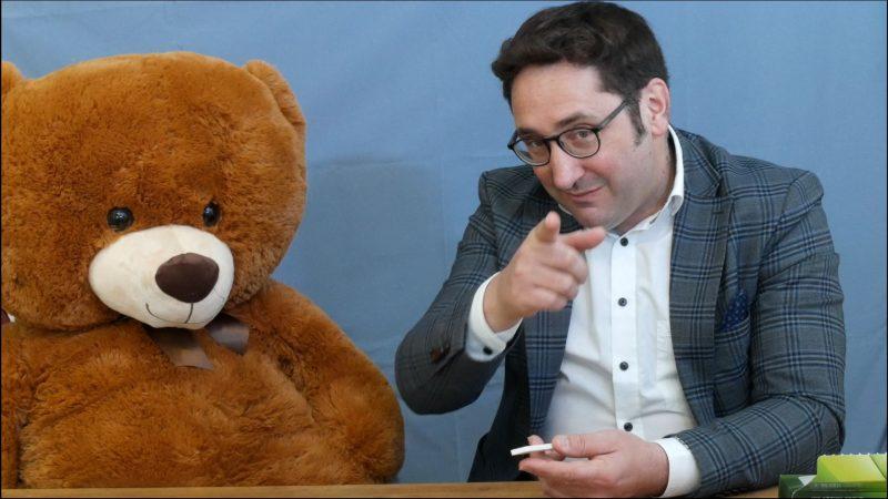 Herr Bärt erklärt: Corona-Schnelltest für Kinder Mit bärigem YouTube-Video gegen die Angst vorm Selbsttest
