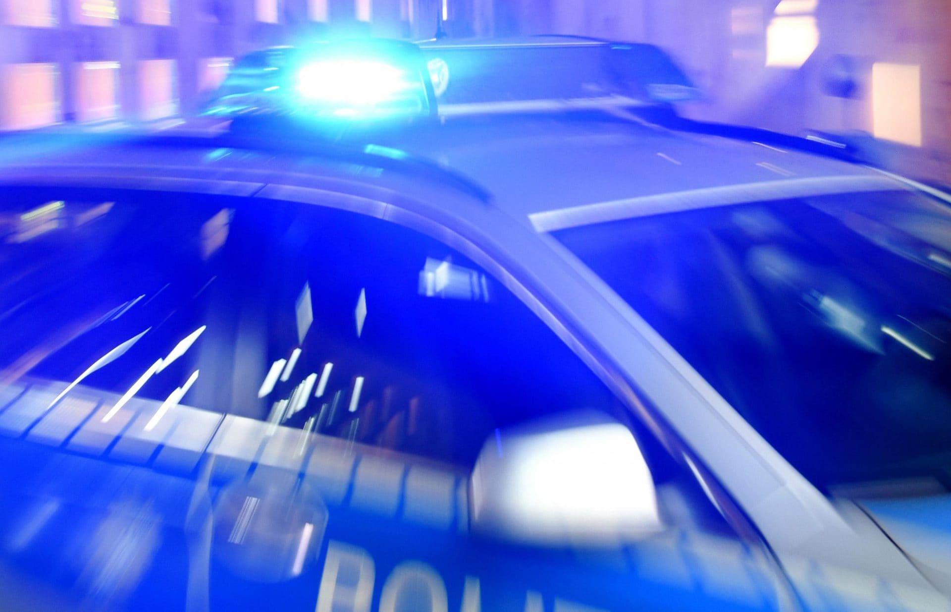 Schierling: Mann greift Polizeibeamte mit Krücken an Aus Wut über Verkehrsüberwacher