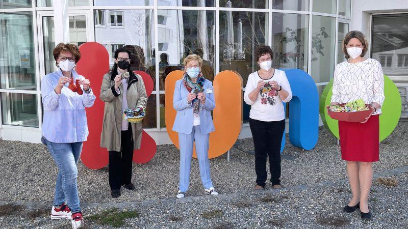 Mini-Söckchen für Neugeborene Süße Ostergrüße von der Frauenunion Regensburg-Stadt