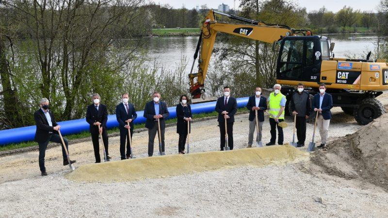 Großprojekt Trinkwasserleitung Offizieller Spatenstich: Baumaßnahme Verbundleitung Regensburg-Kneiting schreitet voran
