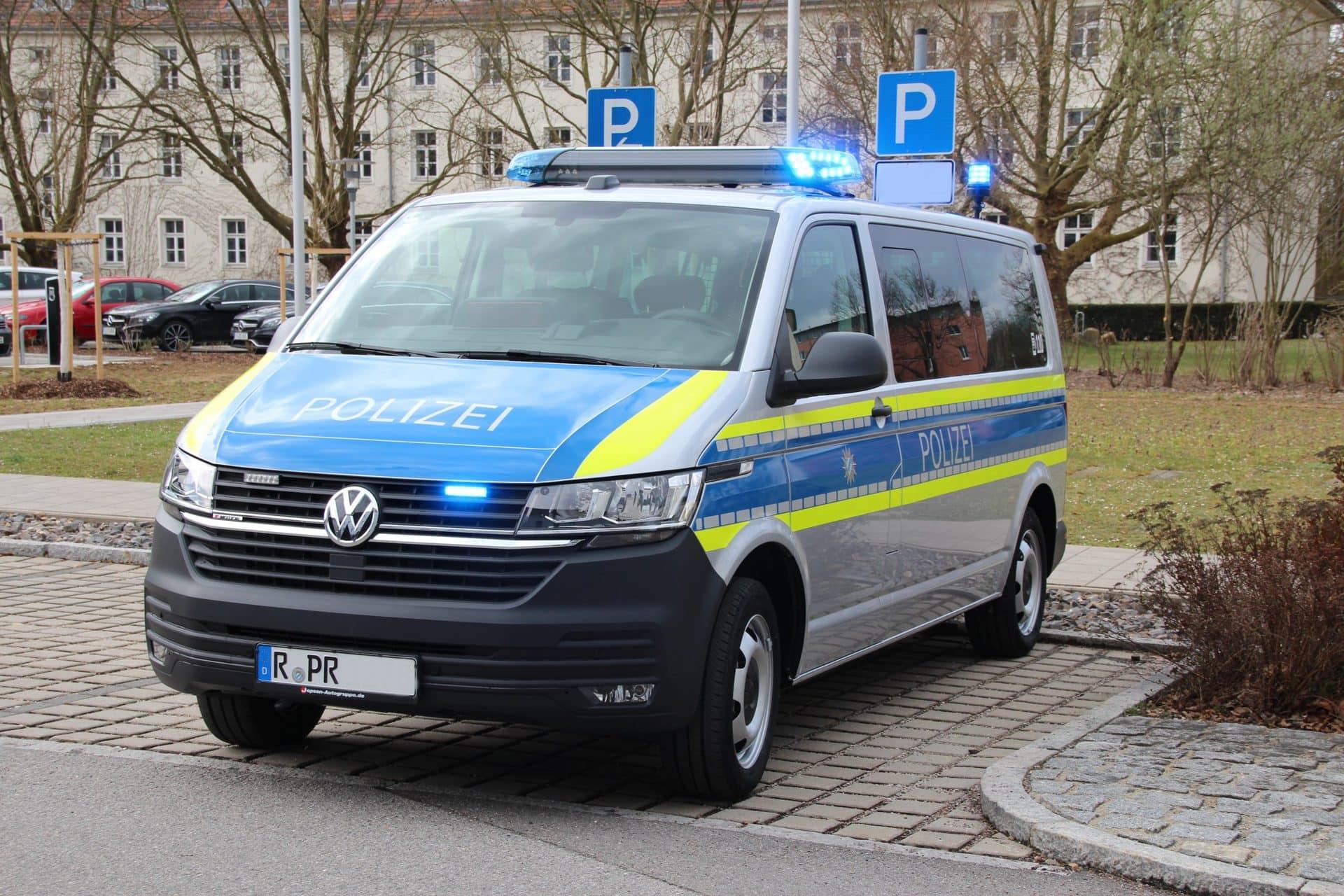 Polizei Oberpfalz mit neuen Fahrzeugen ausgestattet Für Verkehrsunfälle