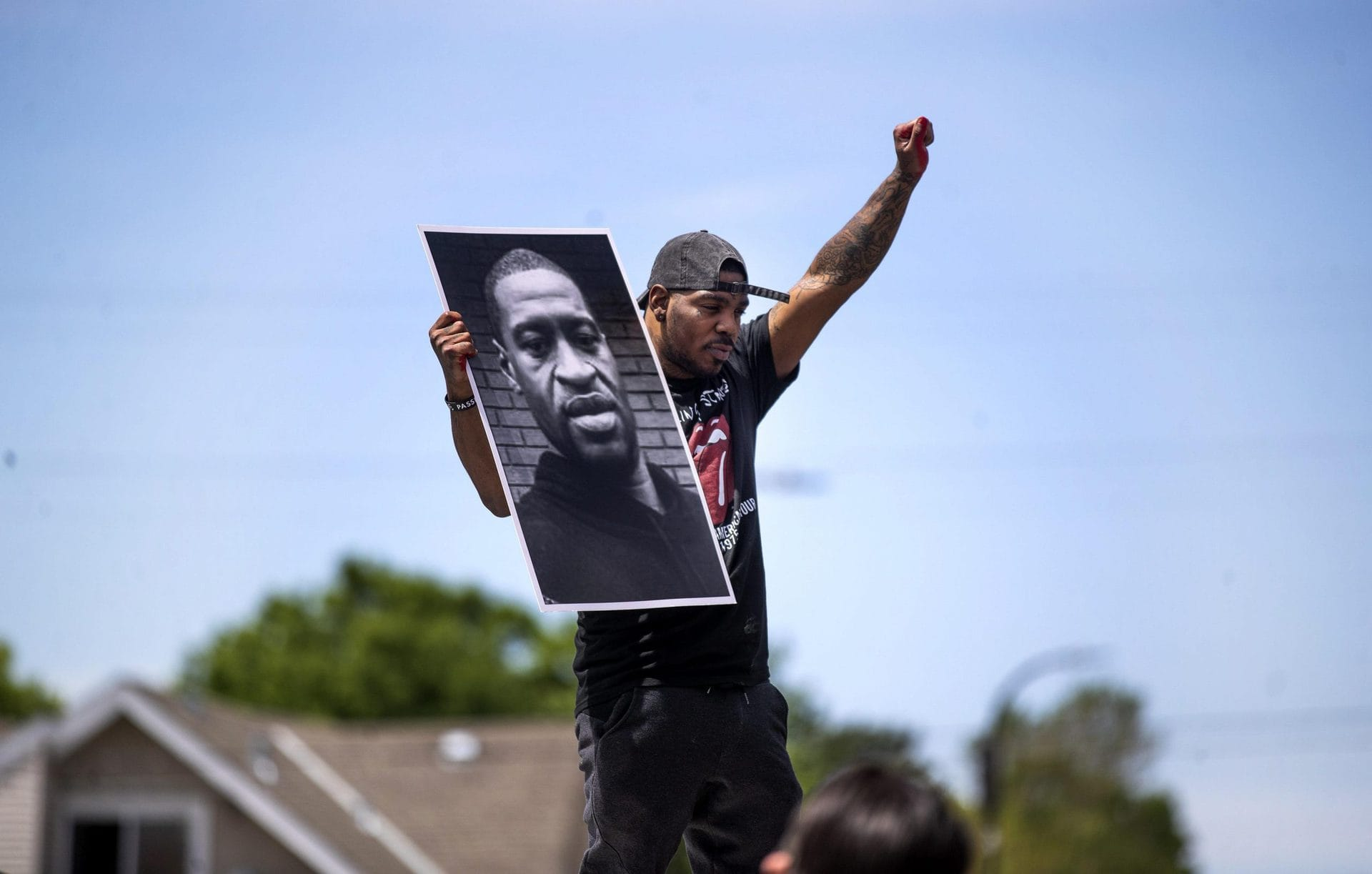 Weißer Ex-Polizist wegen Tötung Floyds schuldig gesprochen  Urteil in den USA