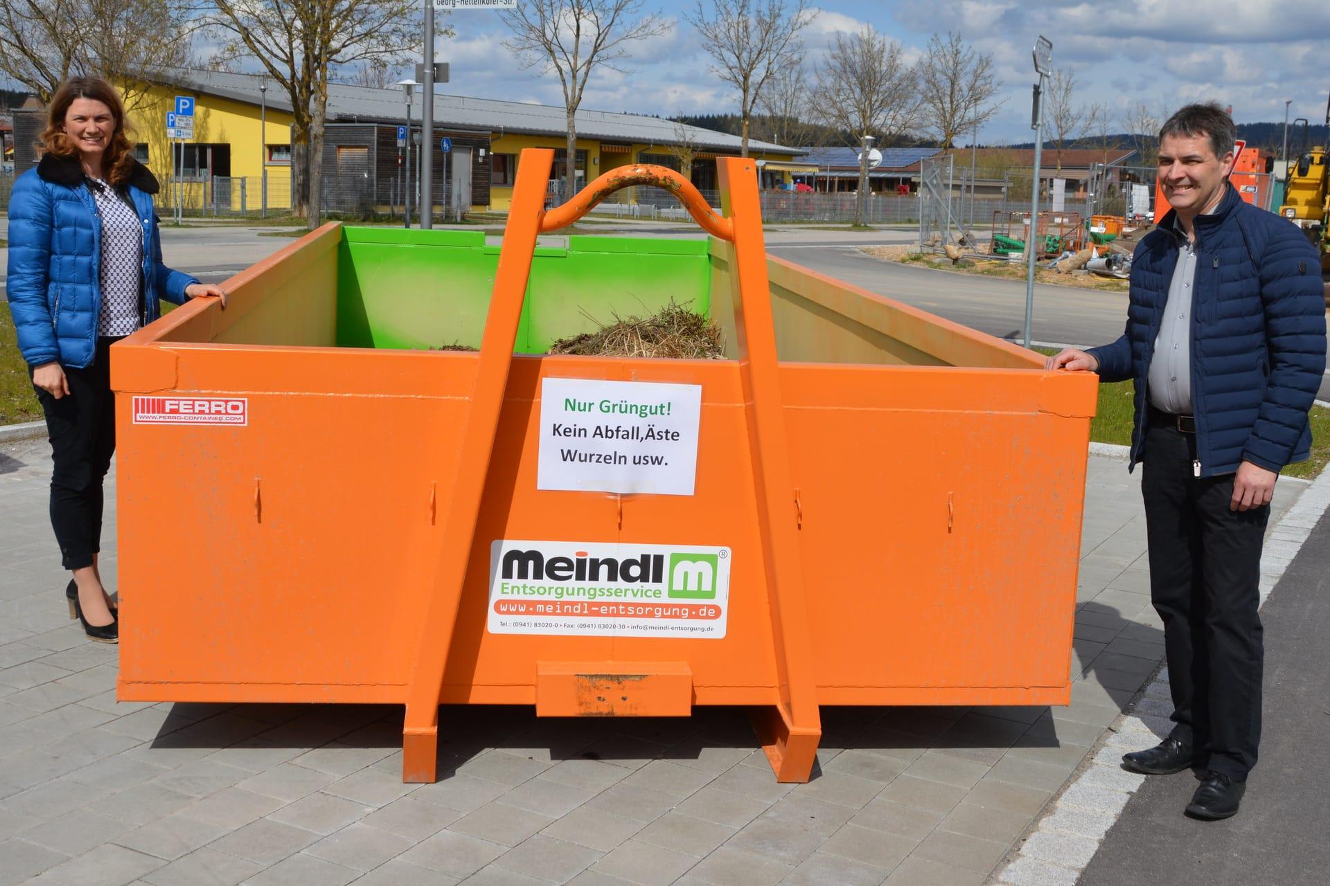 Drei zusätzliche Container in Regenstauf aufgestellt Rasenschnitt noch komfortabler entsorgen