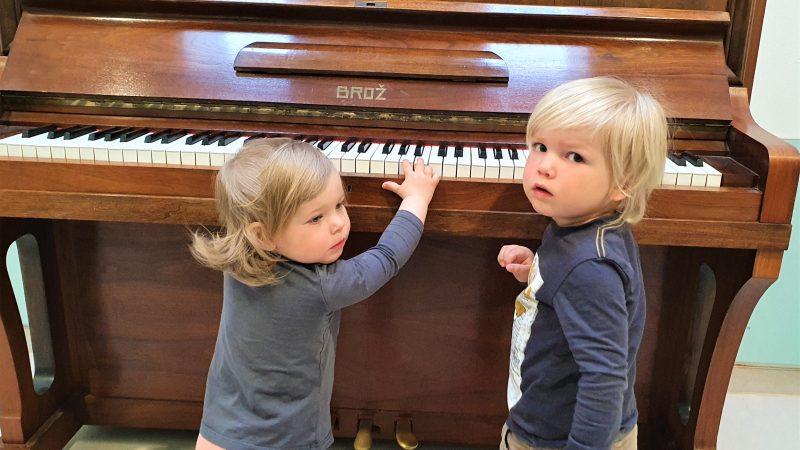 Krippe hat jetzt ein Klavier Johanniter Regensburg: Lang gehegter Wunsch geht in Erfüllung