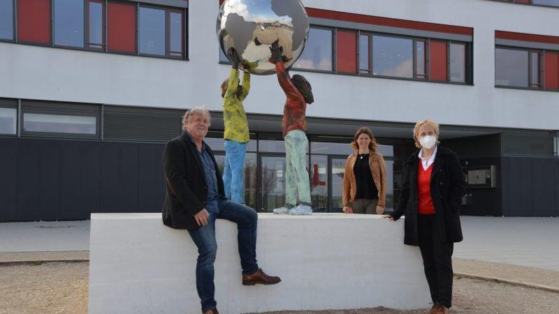 Kunst und Bauen - neue Skulptur vor dem Gymnasium Lappersdorf