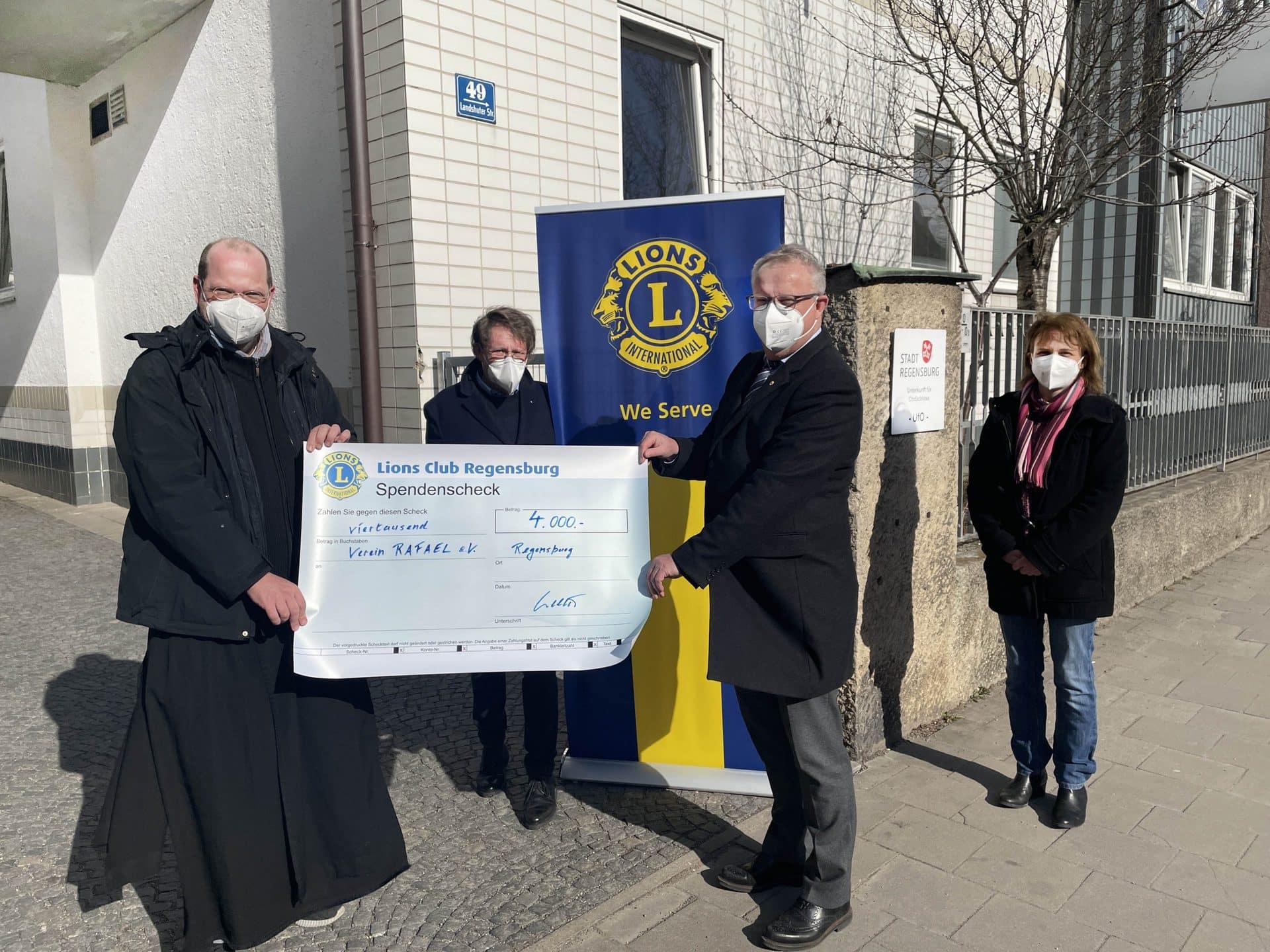 Lions Club: 4.000 Euro für Obdachlose Medikamentenschrank für Notleidende