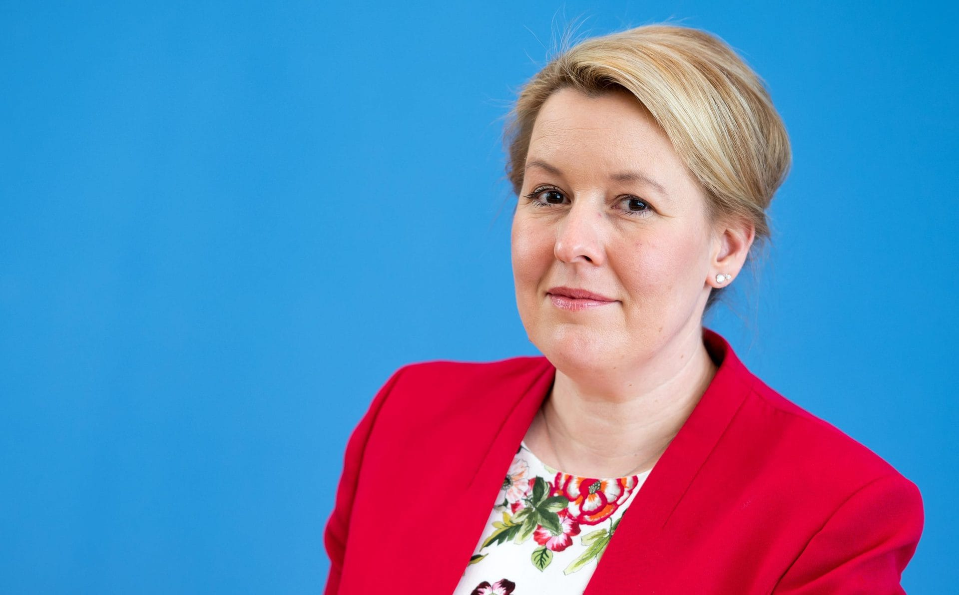 Bundesfamilienministerin Franziska Giffey tritt zurück Doktorarbeit