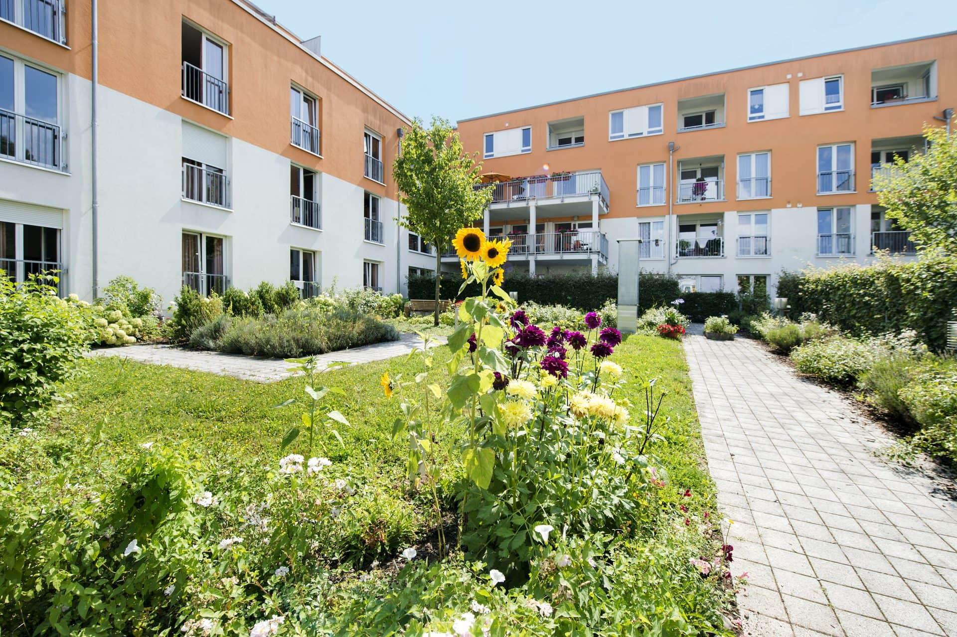 Frischer Wind im Rosengarten Neues Leitungsteams vom Charleston Wohn- und Pflegezentrum Rosengarten in Regensburg