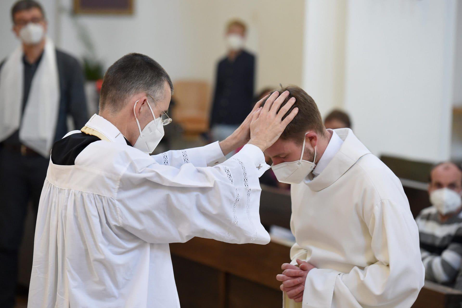 Gegen den Vatikan: «Segnungsgottesdienste für Liebende» Kirche