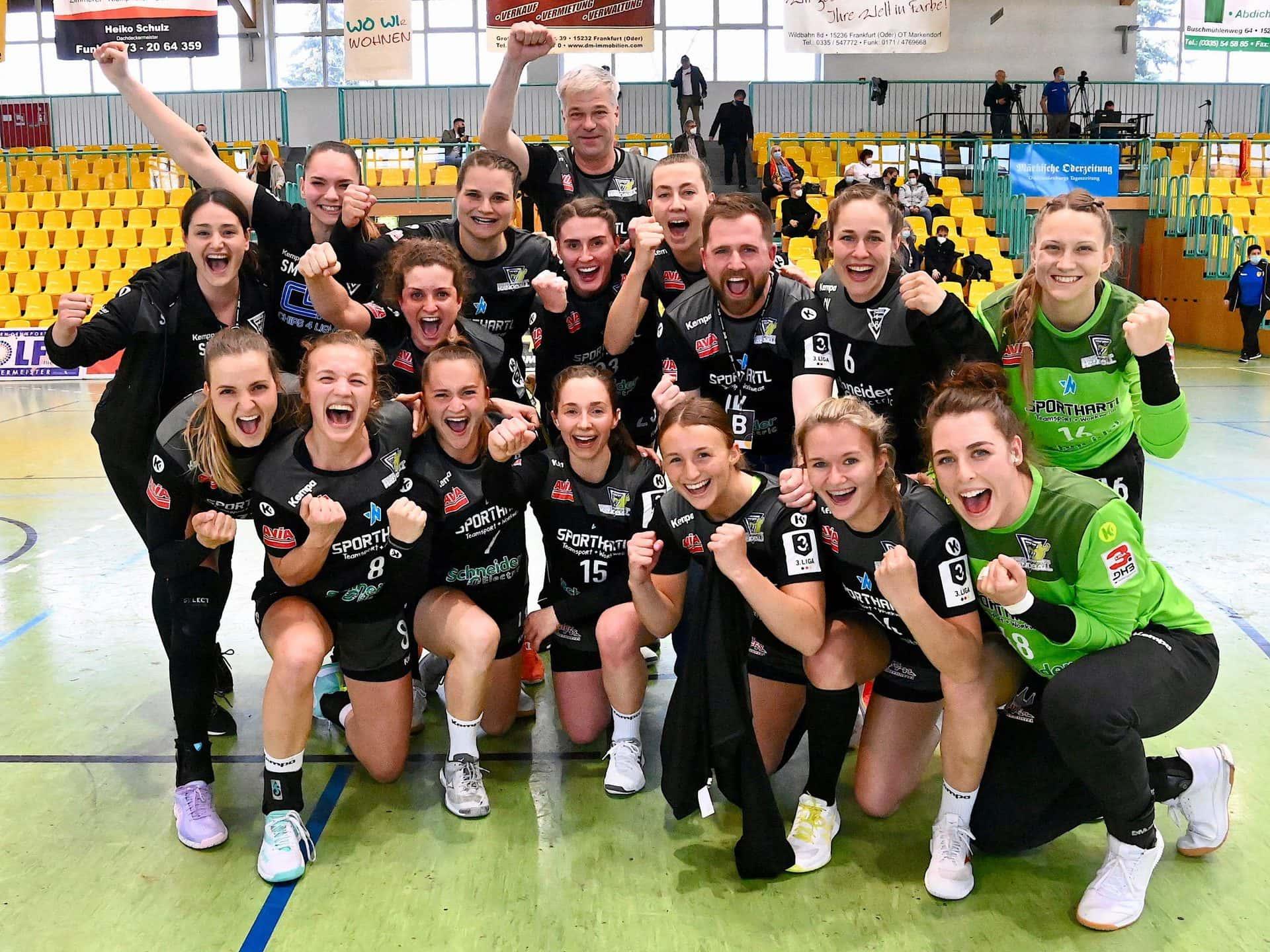 Bunker Ladies nehmen erste Hürde im Aufstieg zur 2. Bundesliga ESV-Handball-Damen gewinnen mit klarem 29:20 (18:9) beim Frankfurter HC