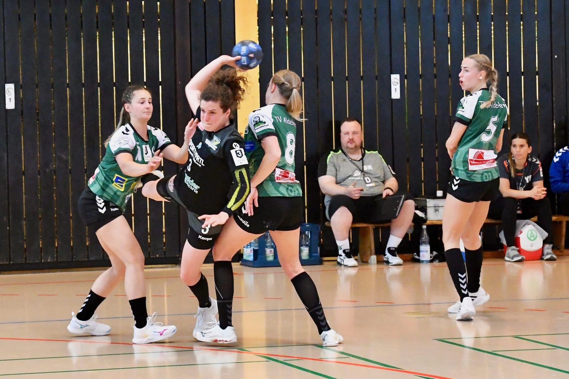 Am Ende fehlte den Bunker Ladies das Quäntchen Glück ESV-Handball-Damen verlieren 2. Aufstiegspartie