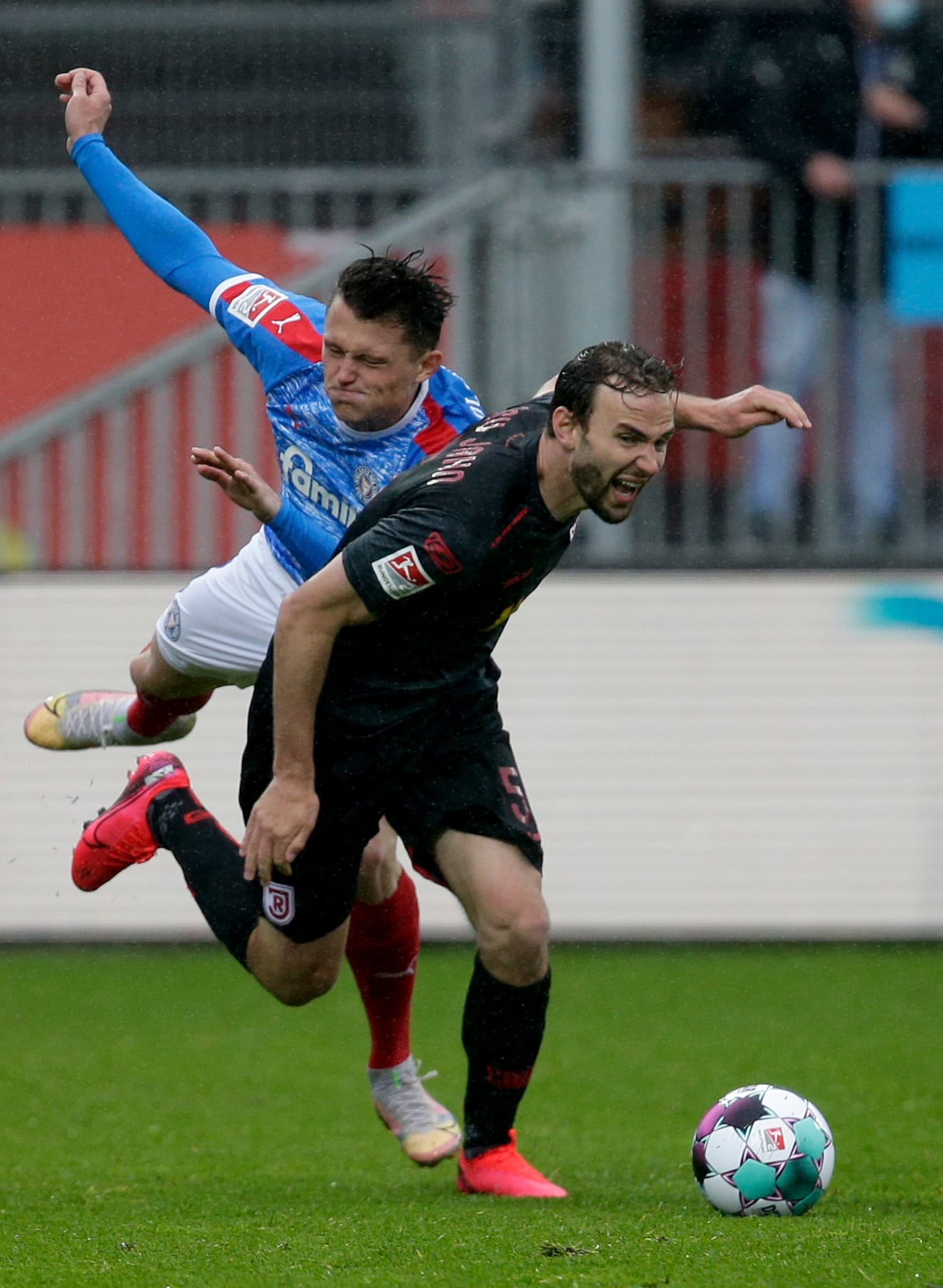 Jahn Regensburg unterliegt mit 2:3 Kiel hat Relegation sicher - Ein Sieg fehlt zur Bundesliga