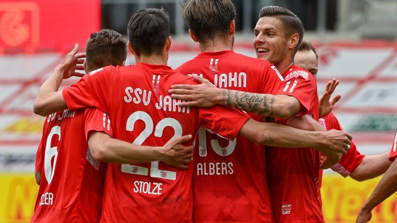 Die Mannschaft von Regensburg jubelt