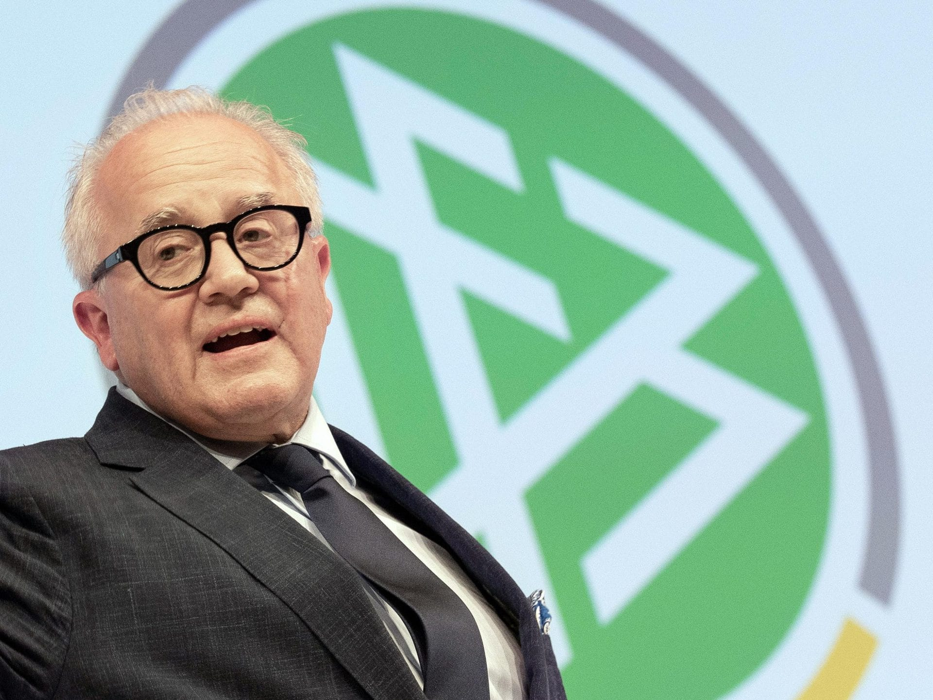 Kellers Rücktritt mit harscher Kritik an DFB-Widersachern Nach Nazi-Äußerung