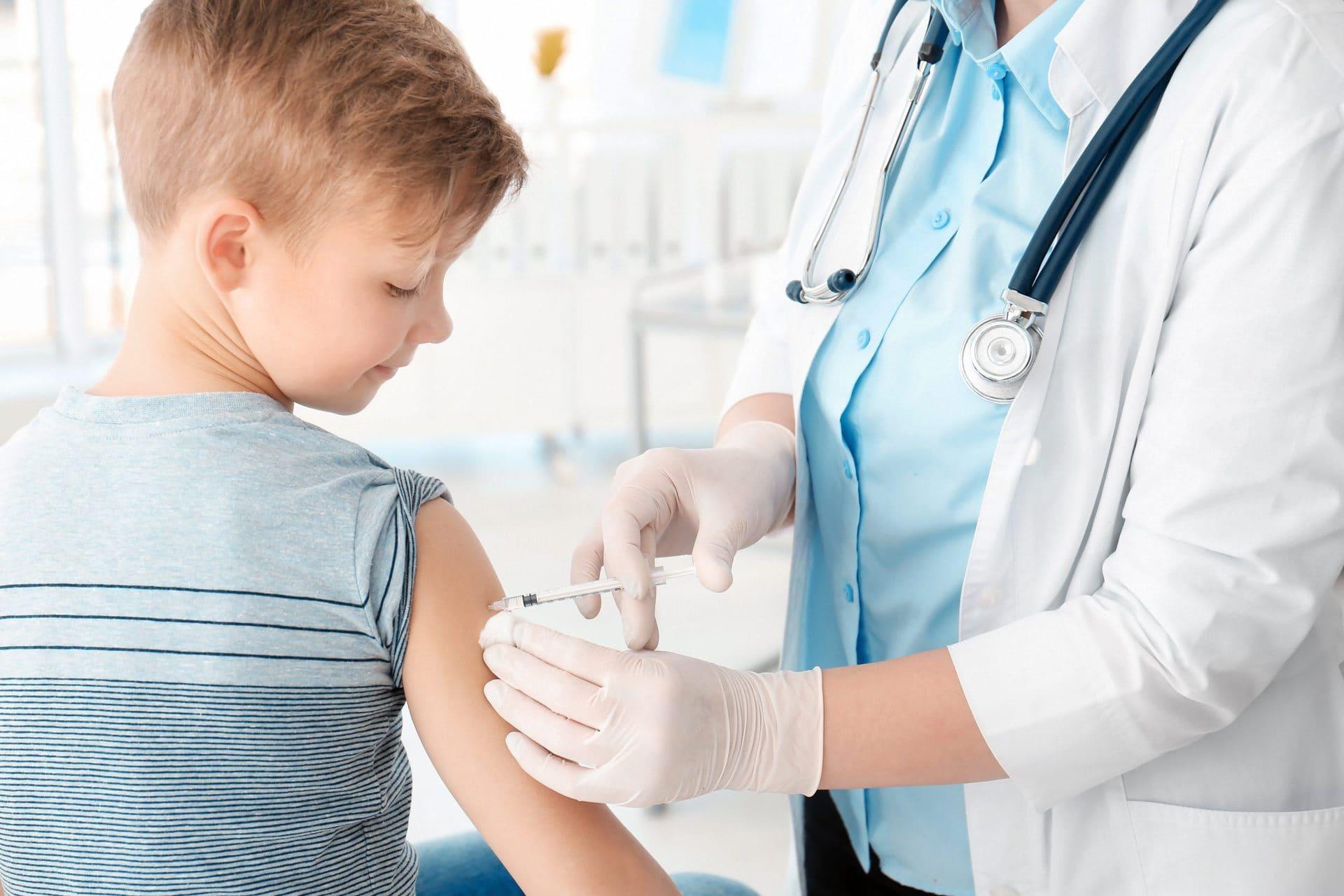 Diskussionen über Impfungen für Kinder Das sind die Argumente der Kritiker und Befürworter