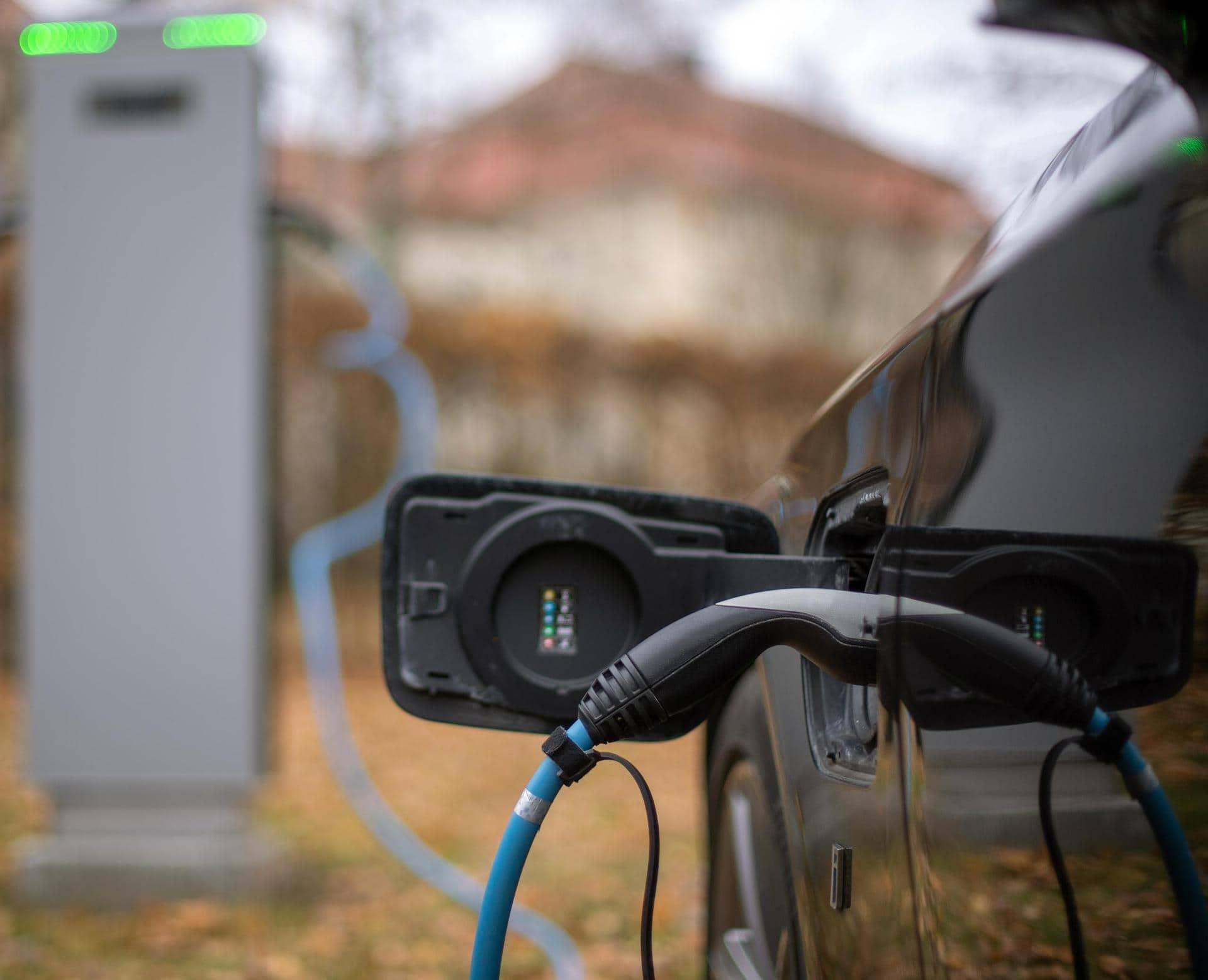 Schnellladenetz für E-Autos soll ausgebaut werden Elektromobilität