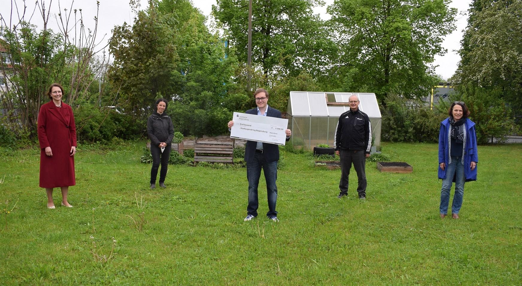 Sparkasse Regensburg unterstützt Inklusives Gartenprojekt Spende in Höhe von 3.000 Euro
