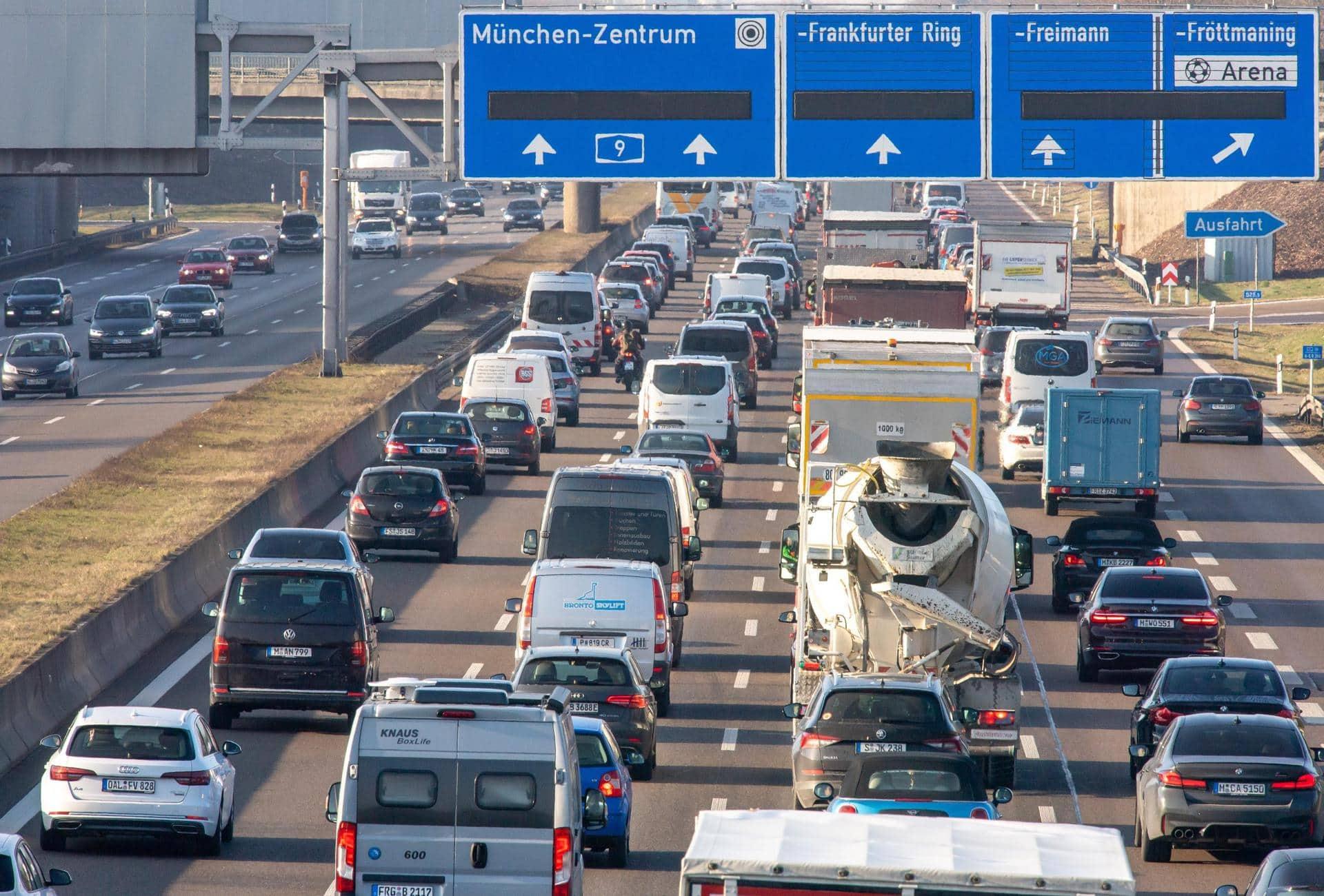Umfrage: Neue Liebe zum Auto in der Corona-Krise Beliebtestes Verkehrsmittel