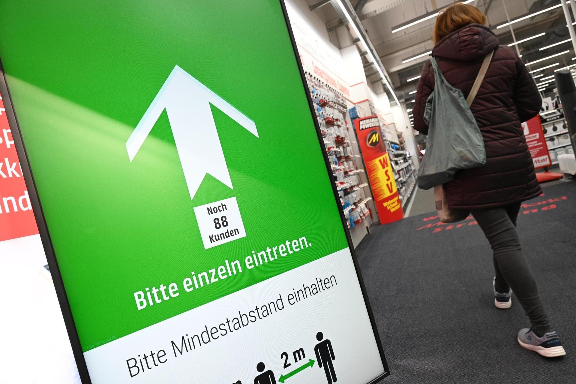 Inzidenz unter 100 – jetzt gibt es bei uns Corona-Lockerungen! Diese neuen Regelungen gelten seit Donnerstag im Landkreis und ab Samstag in der Stadt Regensburg
