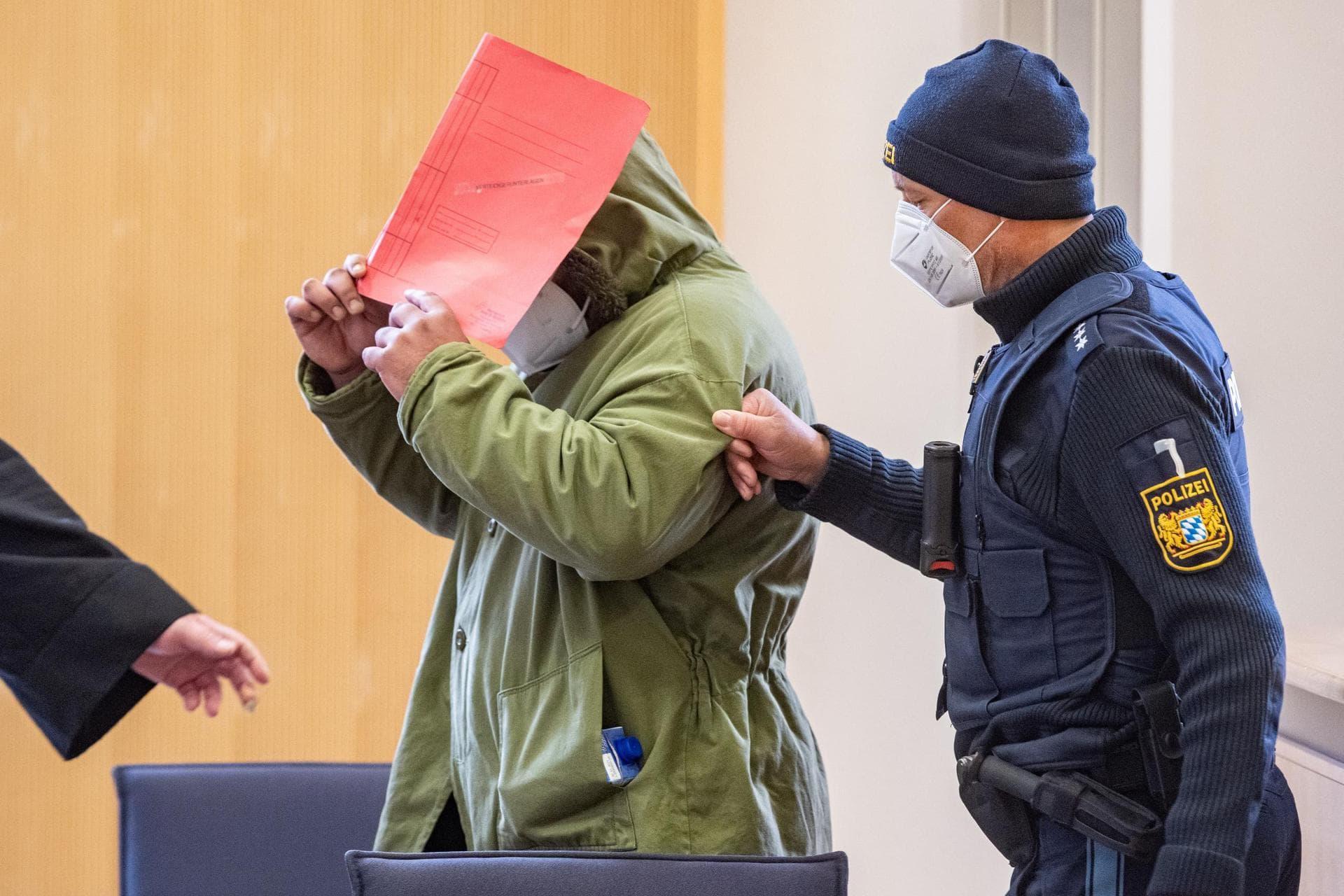 Zwei Kinder im Spiel getötet: Vater wegen Mordes verurteilt Landgericht Regensburg