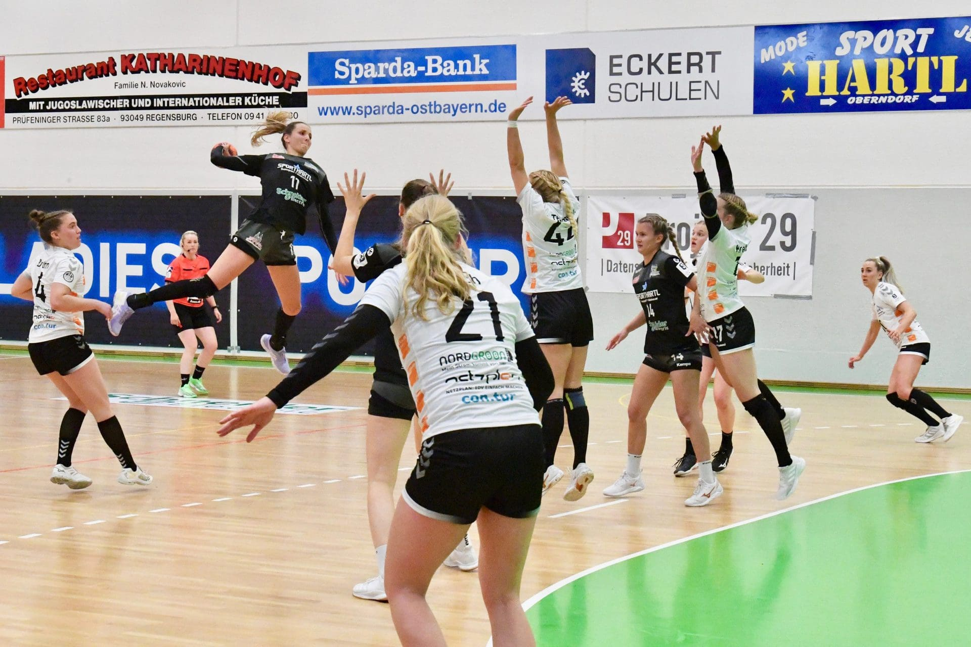 Bunker Ladies vor ihrem letzten schwierigen Schritt Handball-Damen des ESV 1927 Regensburg können sich gegen Allensbach das Zweitliga-Ticket holen
