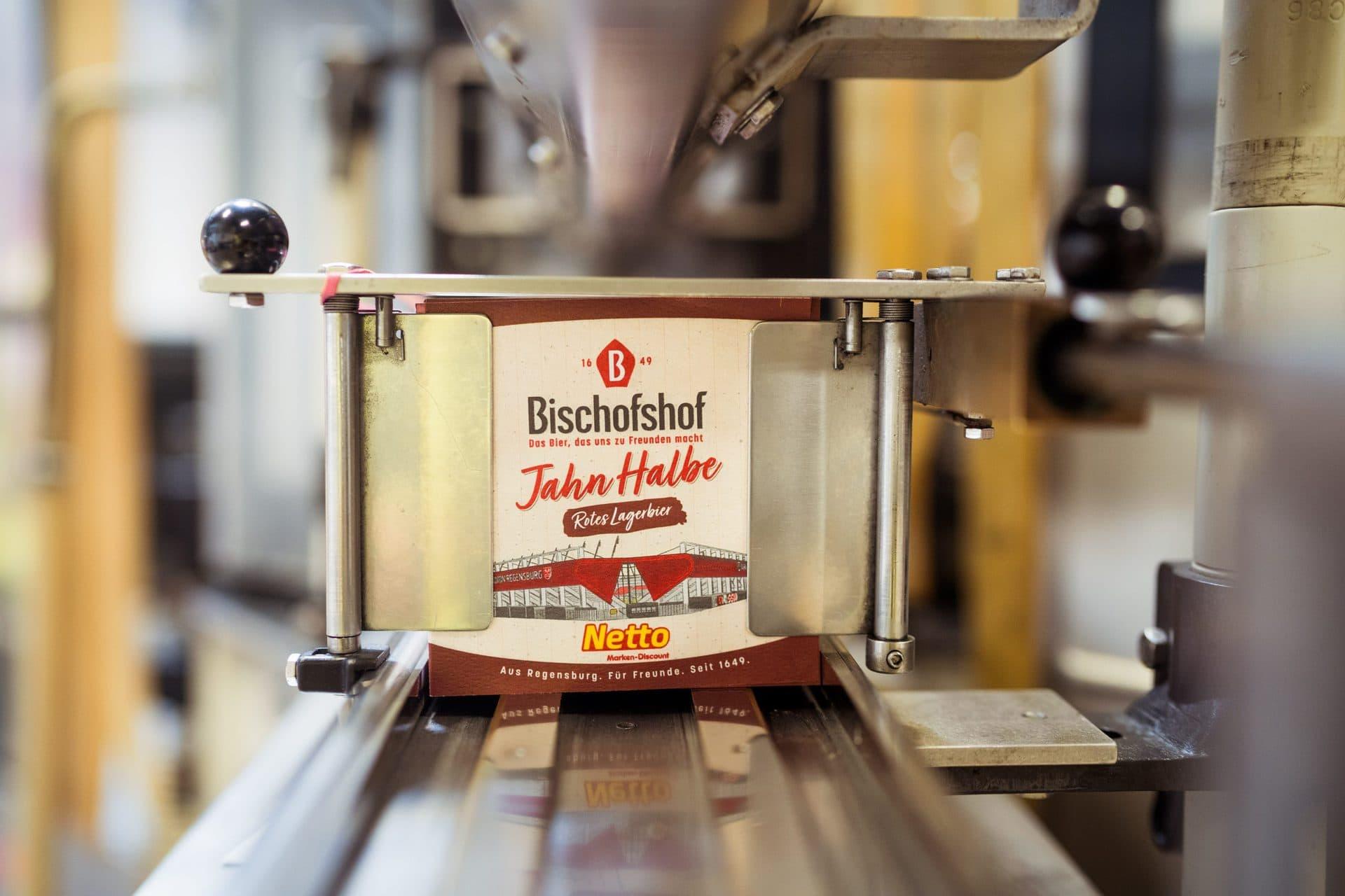 Die neue Jahn Halbe von Bischofshof Getreu den Farben des Vereins, der Stadt und der Brauerei ist die neue Jahn Halbe ein rotes Bier