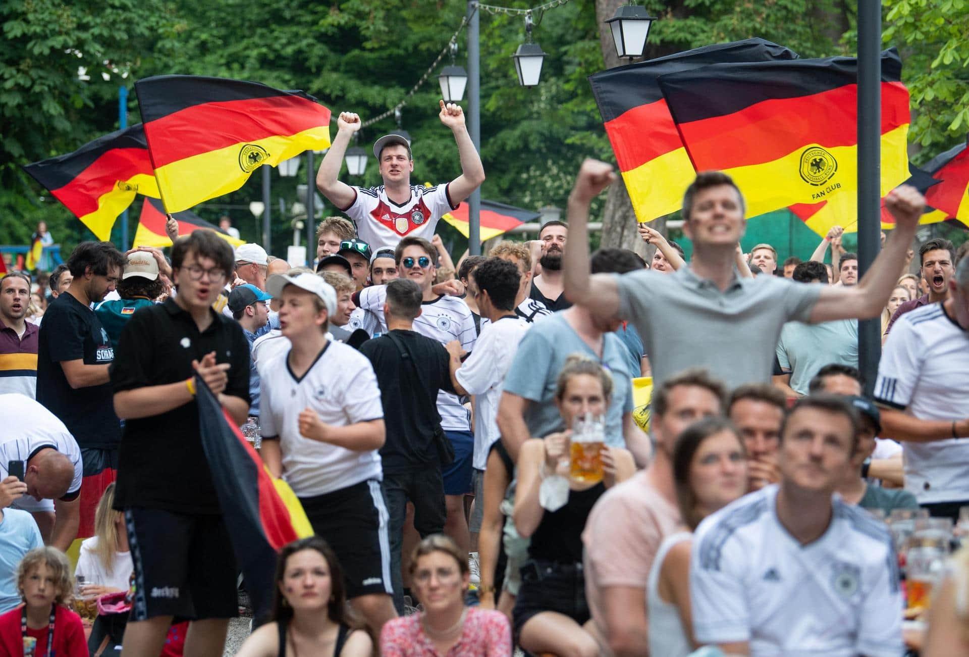 «Keine gute Idee» – Infektiologe sieht Fußball-EM mit Sorge Problem Public Viewing