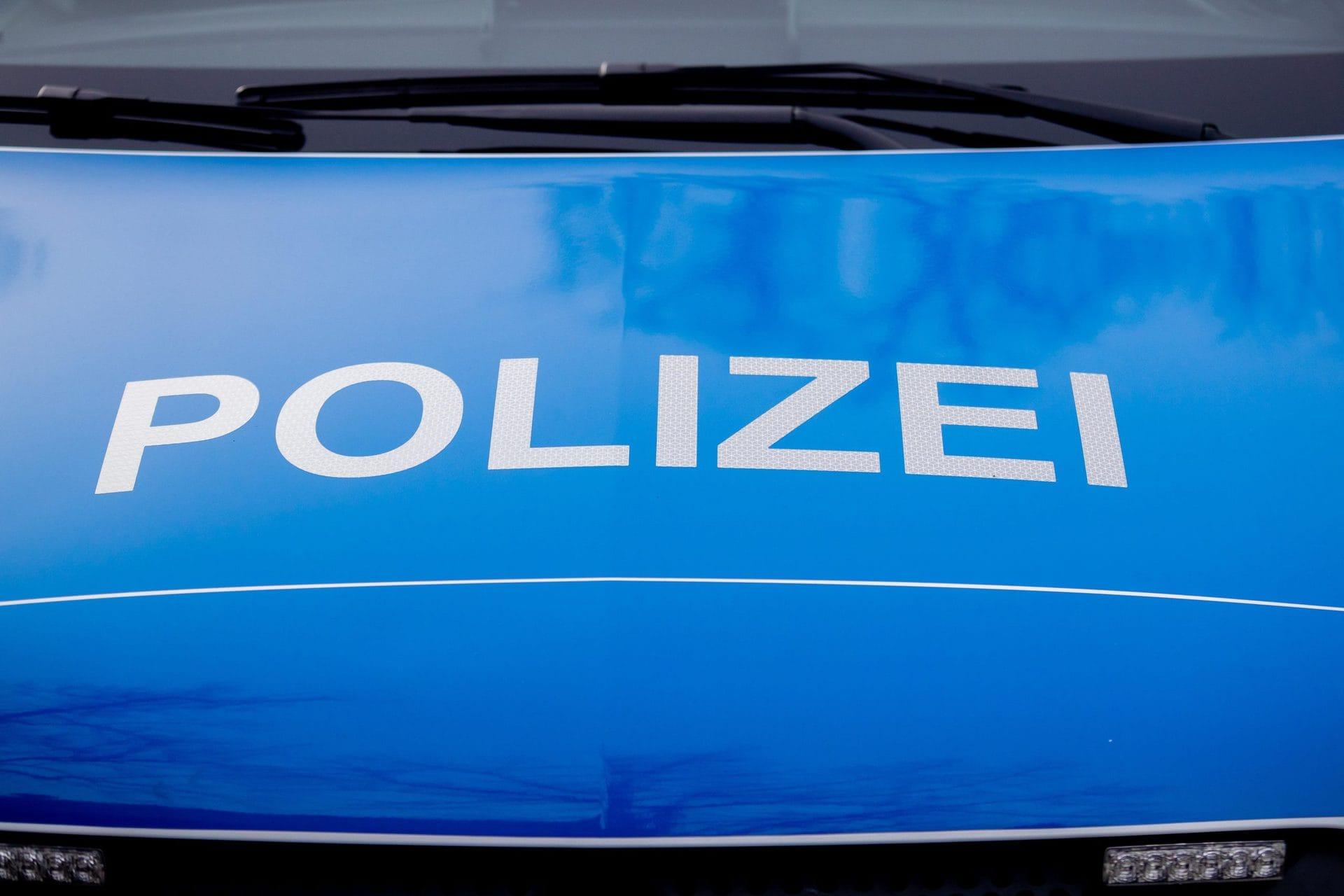 Polizei ermittelt gegen acht Männer Randale in Regensburg