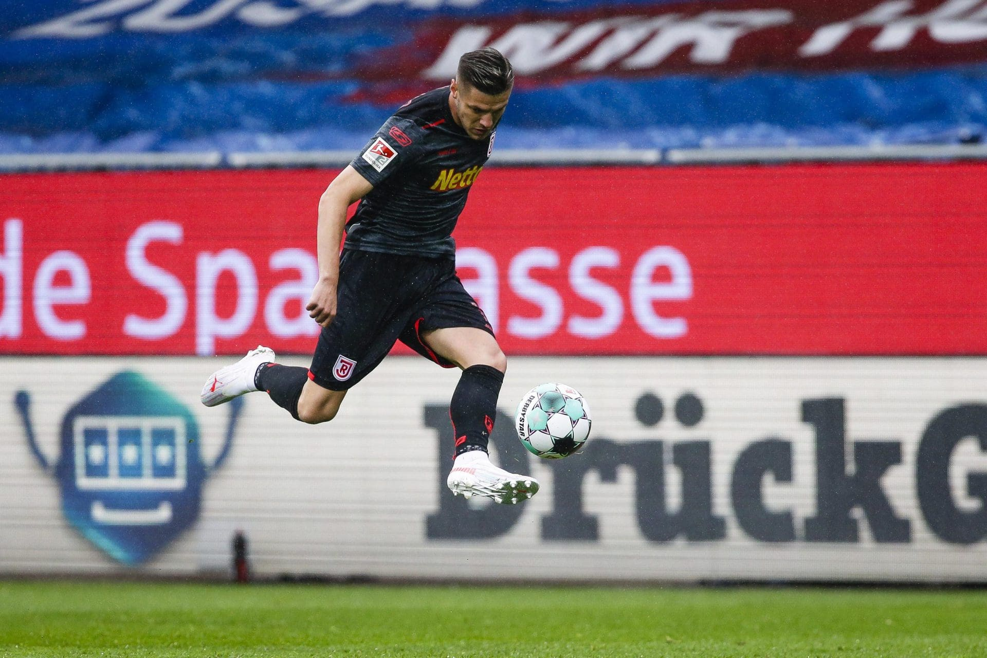 Regensburg wochenlang ohne verletzten Verteidiger Wekesser 2. Liga
