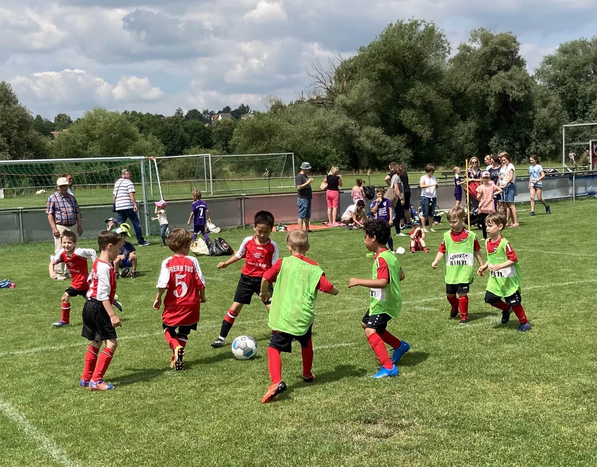 Tolle Fußballstimmung beim Jugendturnier des SV Sallern Erstmals wieder ein zweitägiges Fußballturnier