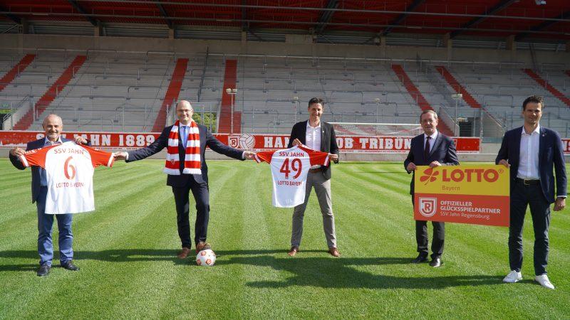 210712 Pressemitteilung SSV Jahn - LOTTO Bayern verlängert Sponsoring beim SSV Jahn