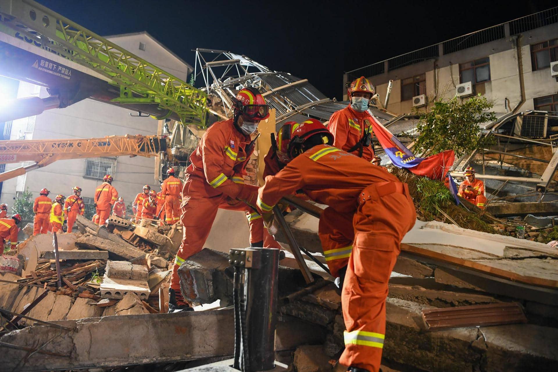 Acht Tote durch Hoteleinsturz in China Ursache unklar