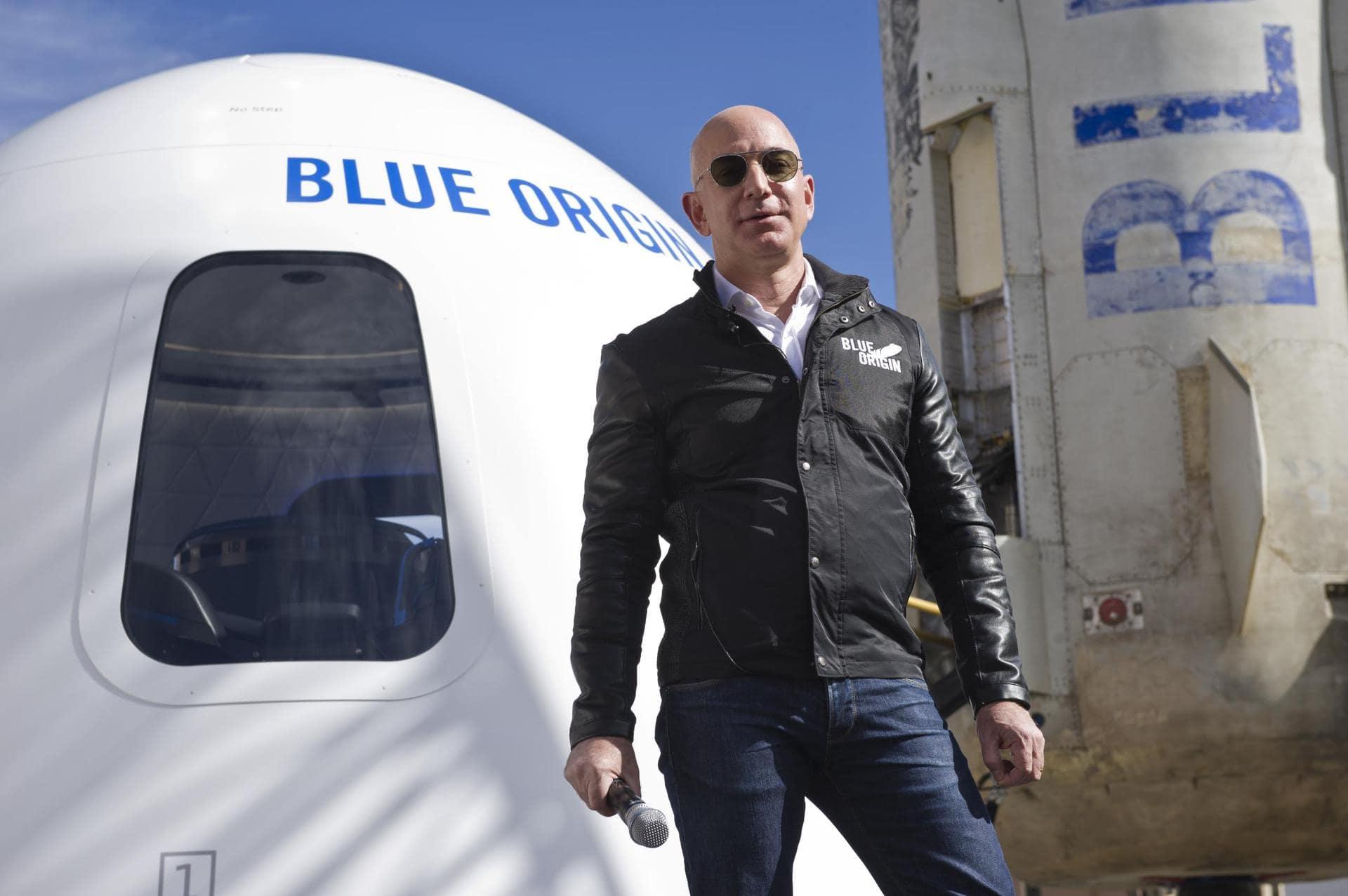 Amazon-Gründer Bezos zu Kurz-Ausflug ins All gestartet Raumfahrt